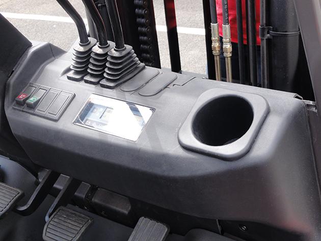 【2.0噸】 柴油工業堆高機 3